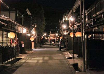 古い町並み提灯ライトアップ.jpg