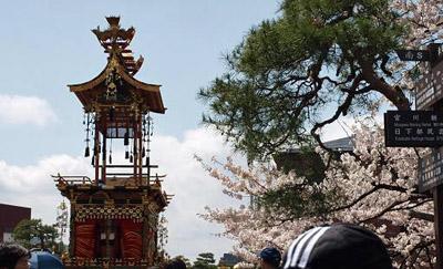桜と屋台.jpg