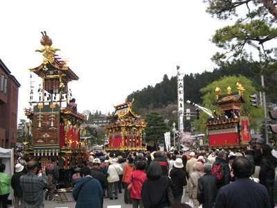 春の高山祭り.jpg