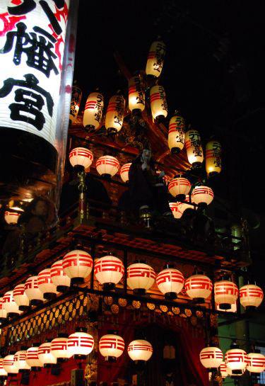 秋の高山祭り 宵祭り.jpg